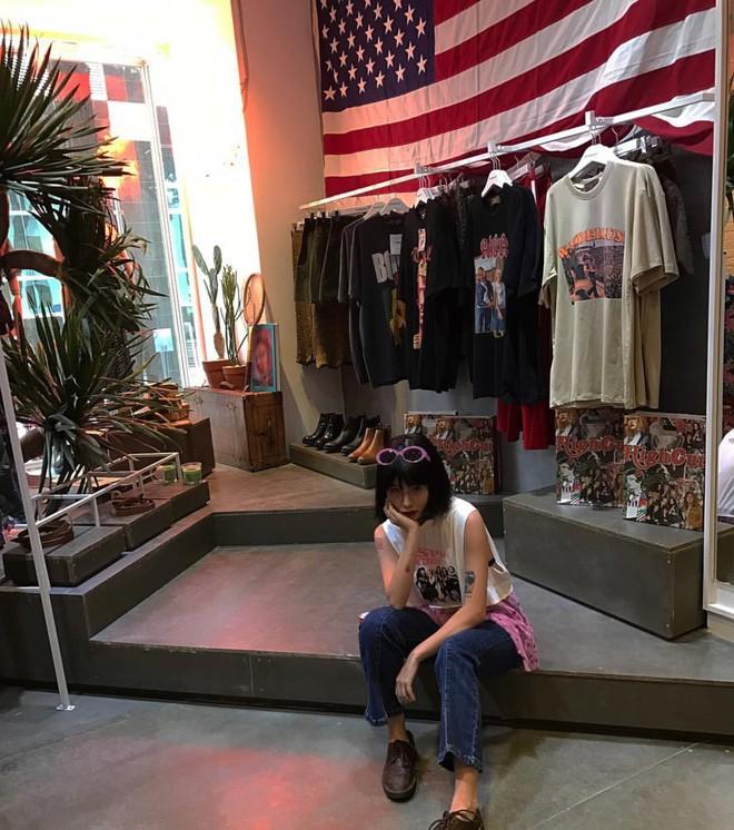 Ngoài quán cà phê, giới trẻ Việt Nam giờ còn ùn ùn đến các shop quần áo để chụp ảnh - Ảnh 21.