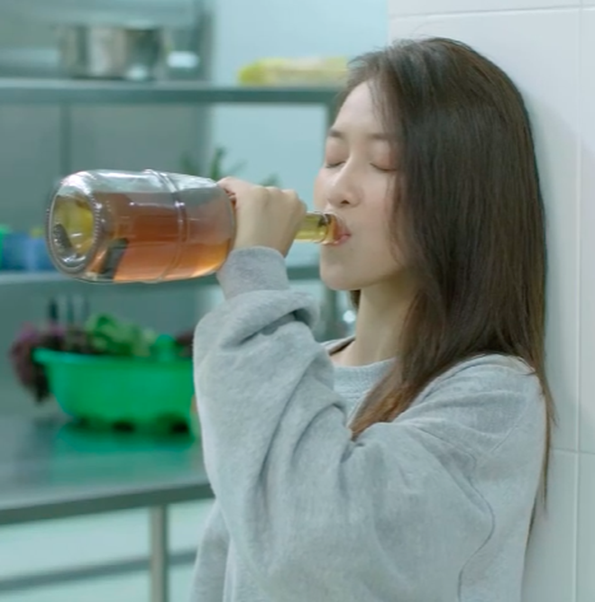"""Hậu Duệ Mặt Trời Việt Nam: """"Nụ hôn rượu vang"""" của Khả Ngân và Song Luân - ảnh"""