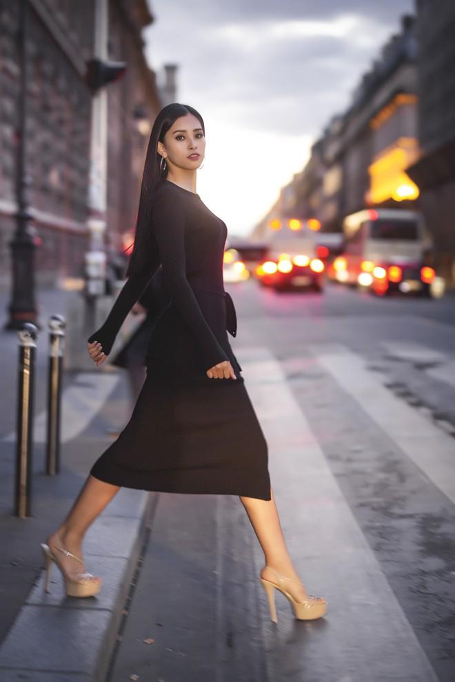 Hoa hậu Tiểu Vy gây dậy sóng MXH với thần thái đầy sắc sảo và thu hút trong bộ ảnh chụp tại Pháp - Ảnh 1.