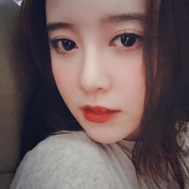 Đã 33 tuổi mà nhìn vẫn như đôi mươi, bí kíp của Goo Hye Sun chính là combo 3 bước makeup này - Ảnh 2.