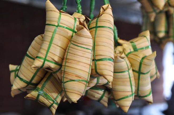 """Quả không hổ danh là """"xứ dừa"""", hãy xem người Bến Tre tận dụng tài tình loại quả này với hàng loạt món ngon - độc - lạ - Ảnh 1."""