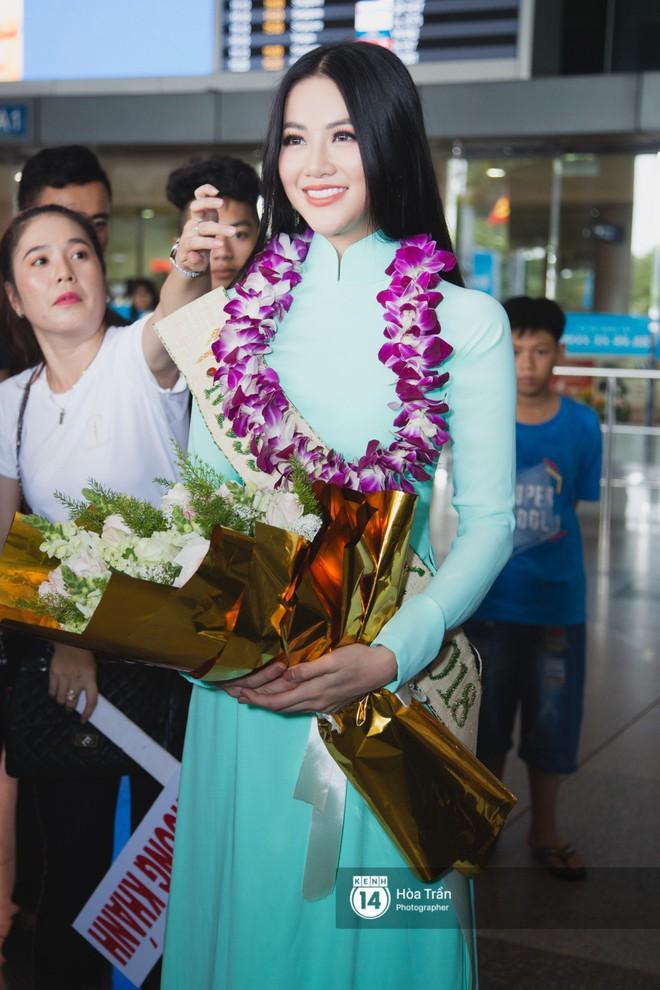 Tân Hoa hậu Trái đất 2018 Phương Khánh vỡ oà trong vòng vây người hâm mộ, nghẹn ngào ôm chặt mẹ tại sân bay Việt Nam - Ảnh 8.