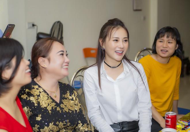Quỳnh Búp Bê, After the Congratulations for Phuong Oanh Success - photo 6.