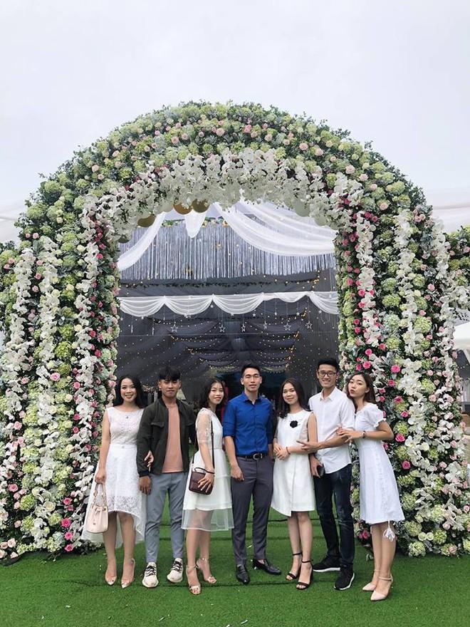 Cô dâu chú rể rạng rỡ trong đám cưới khủng, chi gần 1 tỷ đồng dựng rạp và mời cả ca sĩ Ngọc Sơn về biểu diễn - Ảnh 3.