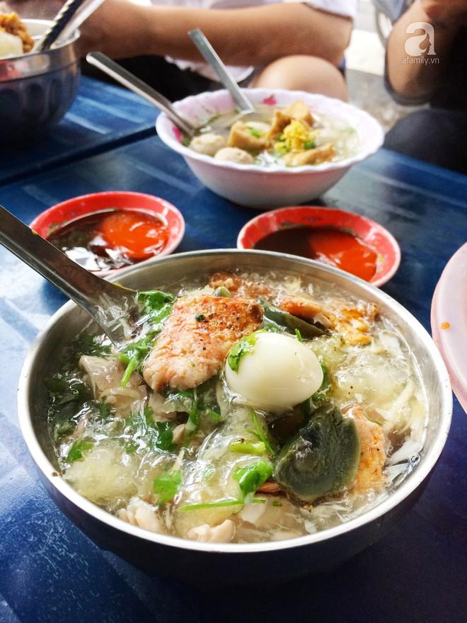Sài Gòn có những món đếm mãi không hết những loại topping ăn kèm - Ảnh 13.