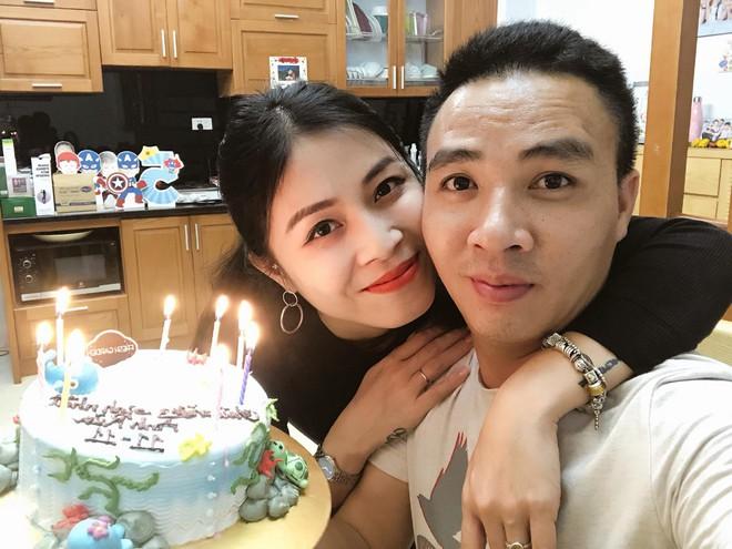 MC Hoàng Linh vẫn đăng ảnh hạnh phúc với Mạnh Hùng trước khi chia tay