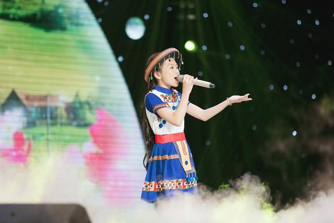 Giọng hát Việt nhí: Bảo Anh đau khổ, Khắc Hưng bật khóc như mưa vì tự tay đưa học trò vào top nguy hiểm - Ảnh 2.
