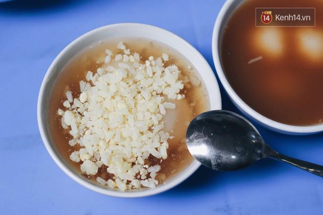 """Bên trong khu chợ """"khét tiếng"""" của Hà Nội là cả một thiên đường ăn uống từ món ăn vặt đến ăn no - Ảnh 8."""