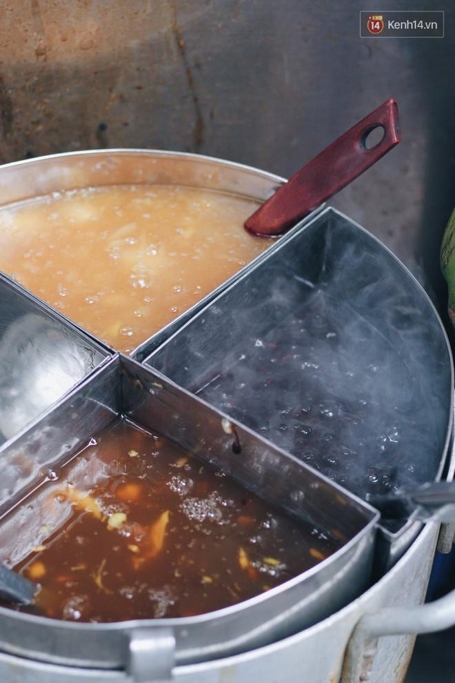 """Bên trong khu chợ """"khét tiếng"""" của Hà Nội là cả một thiên đường ăn uống từ món ăn vặt đến ăn no - Ảnh 6."""