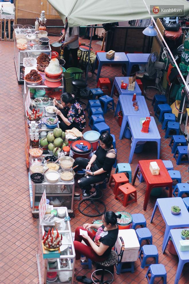 """Bên trong khu chợ """"khét tiếng"""" của Hà Nội là cả một thiên đường ăn uống từ món ăn vặt đến ăn no - Ảnh 9."""