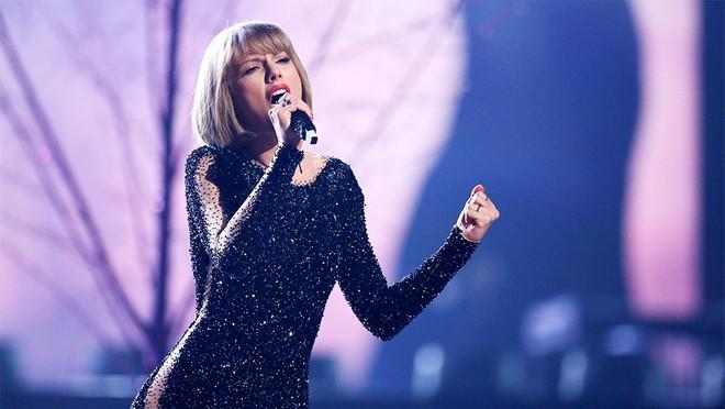 Taylor Swift chính thức rời hãng thu âm gắn bó từ năm 15 tuổi để về một nhà với Ariana Grande, Drake... - Ảnh 2.