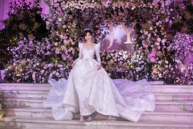 Chùm ảnh Đường Yên hoá thành công chúa đẹp hoàn mỹ với váy cưới đuôi dài 4m cuối cùng cũng được tiết lộ - Ảnh 8.
