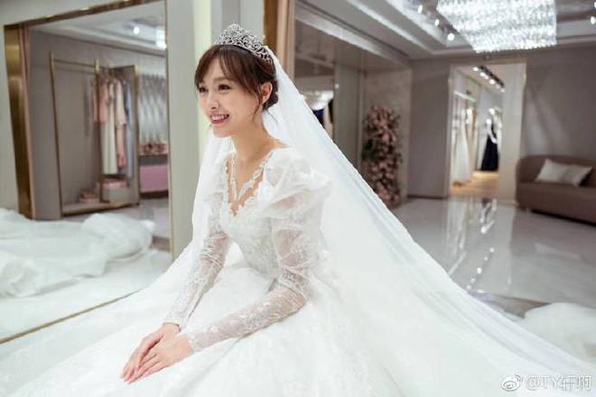Chùm ảnh Đường Yên hoá thành công chúa đẹp hoàn mỹ với váy cưới đuôi dài 4m cuối cùng cũng được tiết lộ - Ảnh 4.