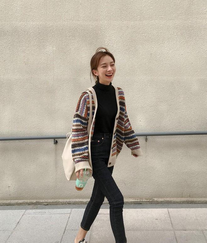 4 mẫu áo cardigan điệu nhất mùa lạnh mà nàng nào diện lên cũng dịu dàng, nữ tính hơn hẳn - Ảnh 4.