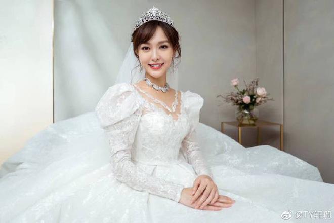 Chùm ảnh Đường Yên hoá thành công chúa đẹp hoàn mỹ với váy cưới đuôi dài 4m cuối cùng cũng được tiết lộ - Ảnh 5.