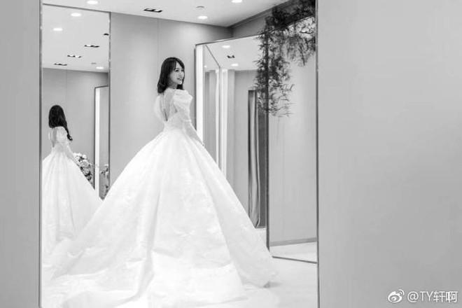 Chùm ảnh Đường Yên hoá thành công chúa đẹp hoàn mỹ với váy cưới đuôi dài 4m cuối cùng cũng được tiết lộ - Ảnh 7.