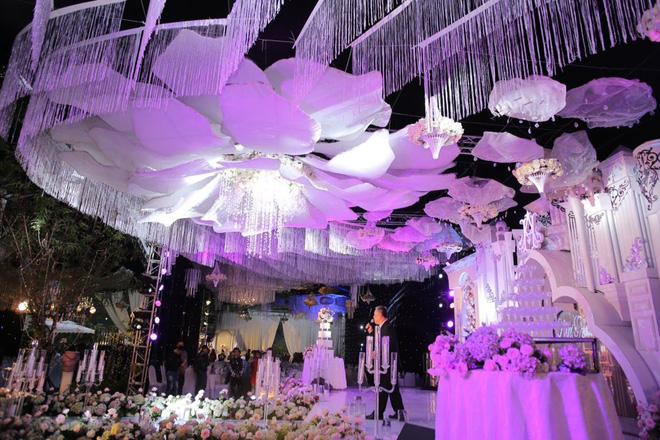 """Hé lộ chi phí dựng rạp thực tế cùng hình ảnh cô dâu đeo vàng nặng trĩu trong đám cưới """"khủng"""" ở Cao Bằng - Ảnh 4."""
