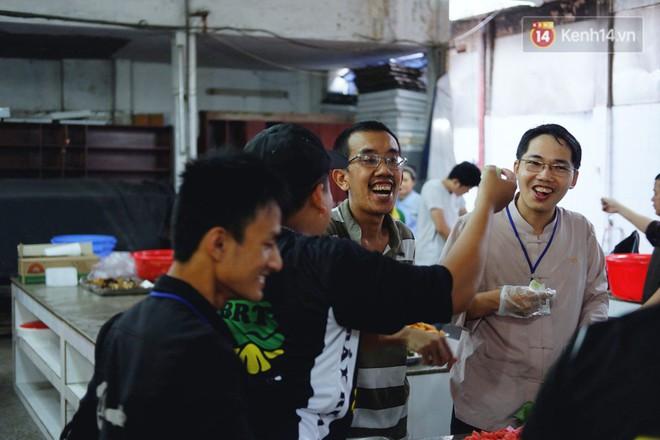 Chuyện về tiệm xương rồng ở Sài Gòn của chàng trai mồ côi, bị u não nhưng vẫn làm việc vì trẻ em ung thư: Càng lạc quan, càng sống khỏe! - Ảnh 1.