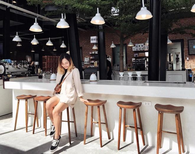 Những quán cà phê và khu tổ hợp xinh xắn khiến bạn muốn bất chấp book vé đi Đà Nẵng ngay - Ảnh 5.