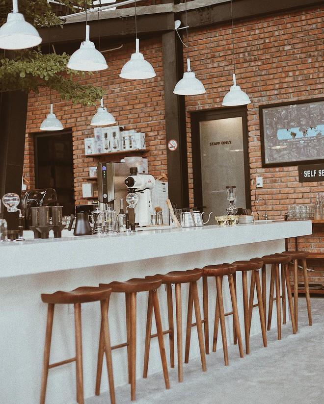 Những quán cà phê và khu tổ hợp xinh xắn khiến bạn muốn bất chấp book vé đi Đà Nẵng ngay - Ảnh 4.