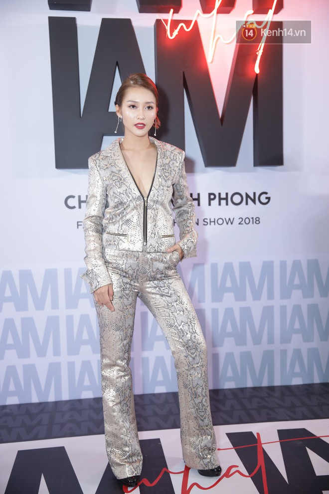 Red carpet Chung Thanh Phong show: It was able to try out strange jewelry, Quỳnh Anh Shyn caught rain like spiders - Photo 1.