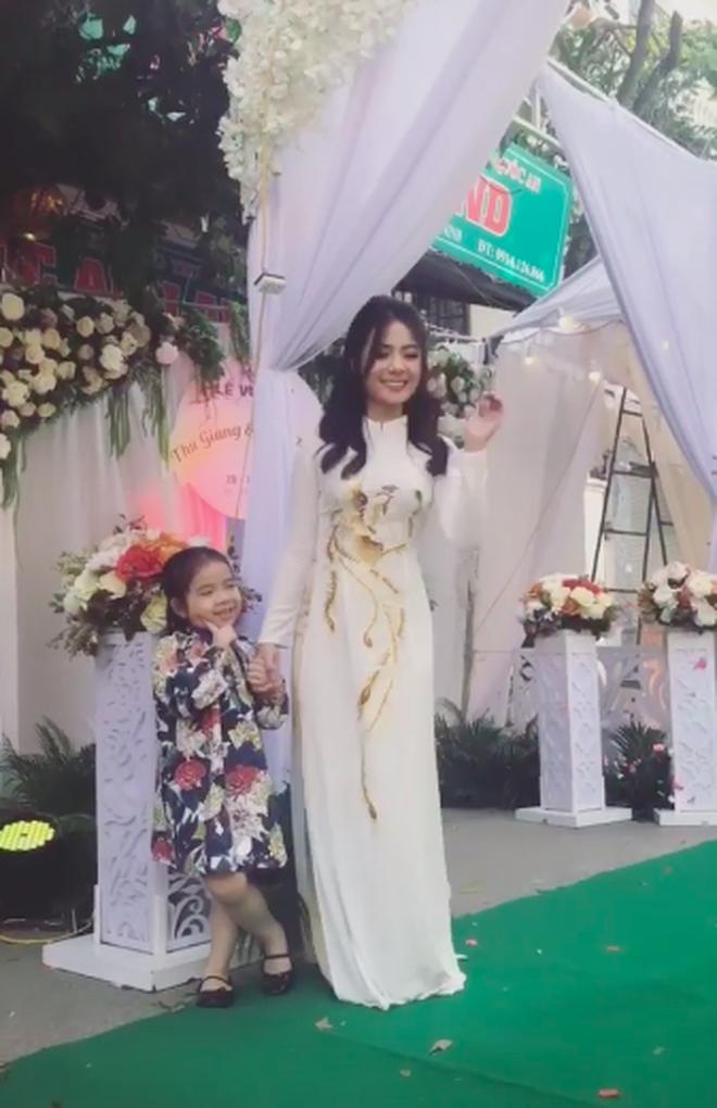 Girl xinh Bắc Ninh nổi tiếng sau 1 đêm vì nụ cười đẹp bất ngờ lên xe hoa ở tuổi 18 - Ảnh 3.