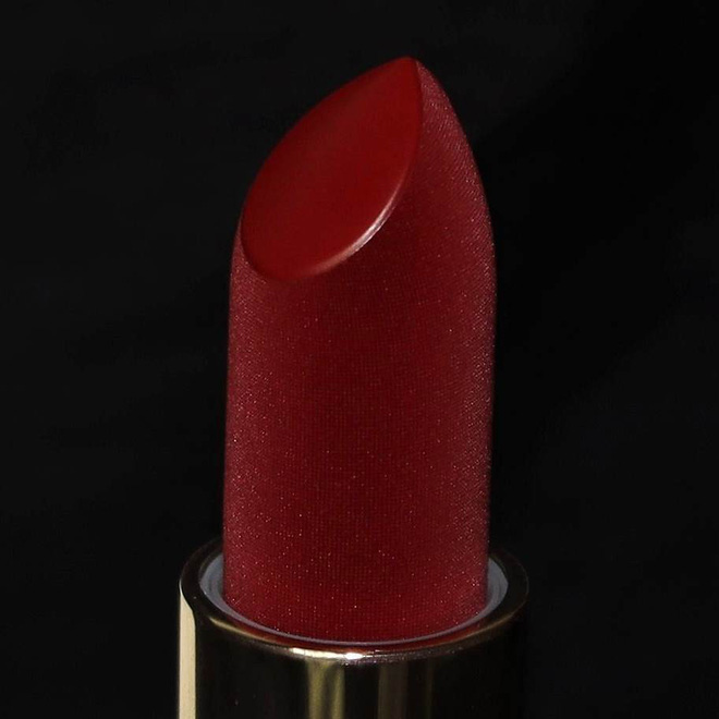 Cây son đỏ như được phủ vải nhung ảo diệu, lên màu đẹp không tưởng khiến nàng nào cũng xốn xang - Ảnh 2.