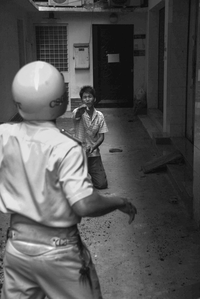 11 years ago Saigon's CSGT photographer's creator: Surrender would prove to be good.