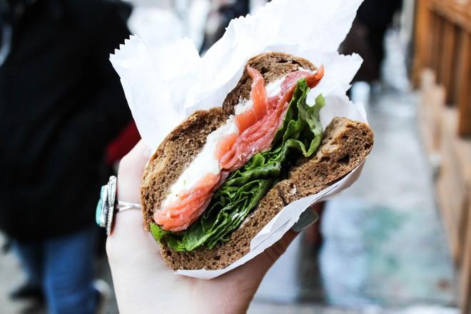 Những quán ăn trên thế giới có lượt khách xếp hàng dài đến cuối phố, muốn ăn phải đợi chờ rất lâu - Ảnh 10.