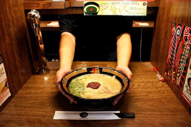 Những quán ăn trên thế giới có lượt khách xếp hàng dài đến cuối phố, muốn ăn phải đợi chờ rất lâu - Ảnh 2.