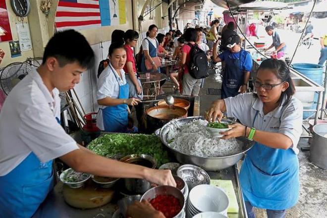 Những quán ăn trên thế giới có lượt khách xếp hàng dài đến cuối phố, muốn ăn phải đợi chờ rất lâu - Ảnh 5.