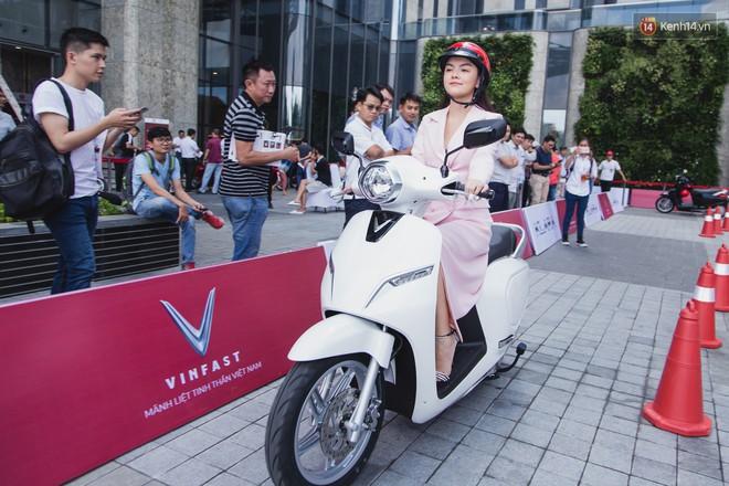 """Giới showbiz cũng """"rộn ràng"""" vì xe VinFast: Sao nam """"mê mệt"""" SUV Lux SA 2.0, sao nữ """"rước"""" bằng được Klara về nhà - Ảnh 13."""