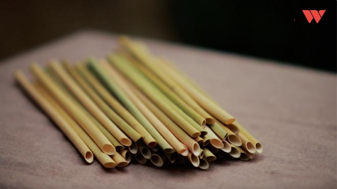Chuyện chàng giáo viên bỏ phố về quê và giấc mơ thay thế túi nilon, ống hút nhựa bằng sản phẩm từ cây cỏ - Ảnh 7.