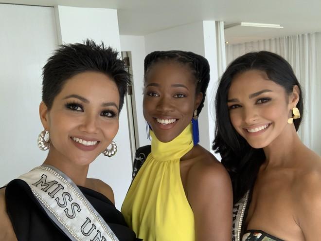 HHen Niê nhập cuộc Miss Universe 2018, thân thiết hết cỡ cùng dàn mỹ nhân quốc tế trong ngày đầu tiên - Ảnh 5.