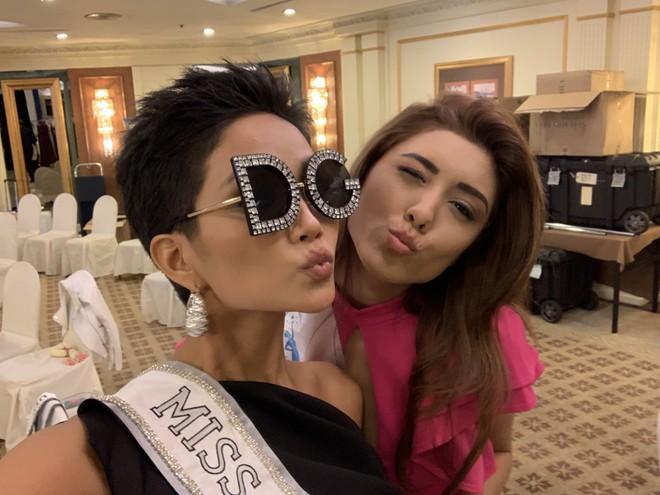 HHen Niê nhập cuộc Miss Universe 2018, thân thiết hết cỡ cùng dàn mỹ nhân quốc tế trong ngày đầu tiên - Ảnh 6.