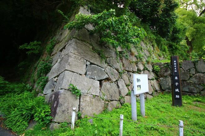 """Hàng loạt báo Nhật bức xúc dòng chữ """"A.HÀO"""" khắc bậy lên khu di tích quốc gia - Ảnh 3."""
