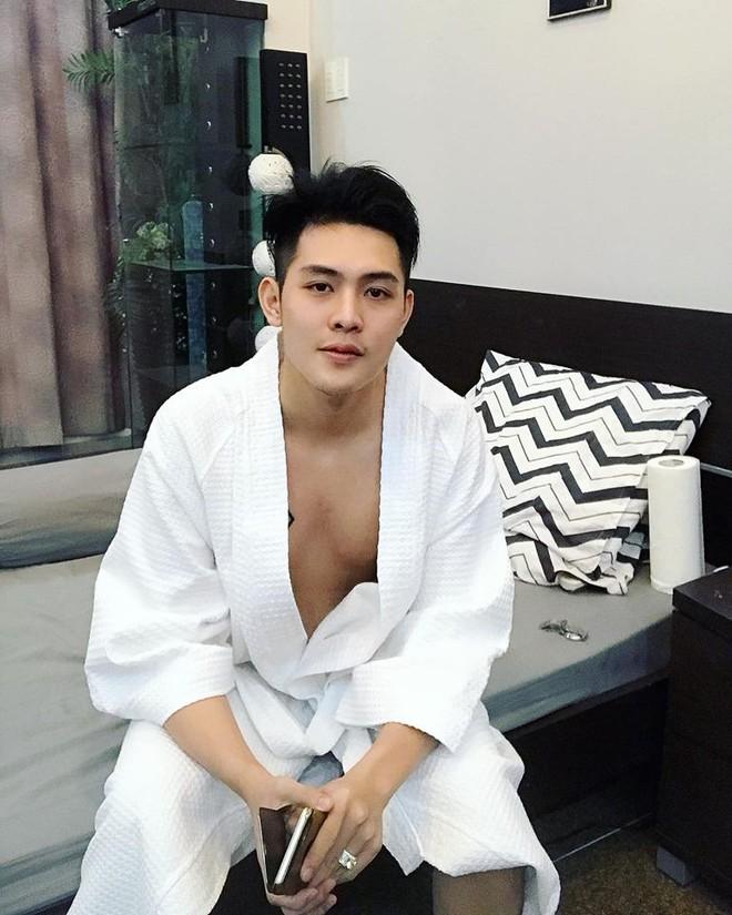 Tiết lộ bất ngờ về thân thế của hot boy giao nước đá trong web drama đang sốt xình xịch - Ảnh 8.