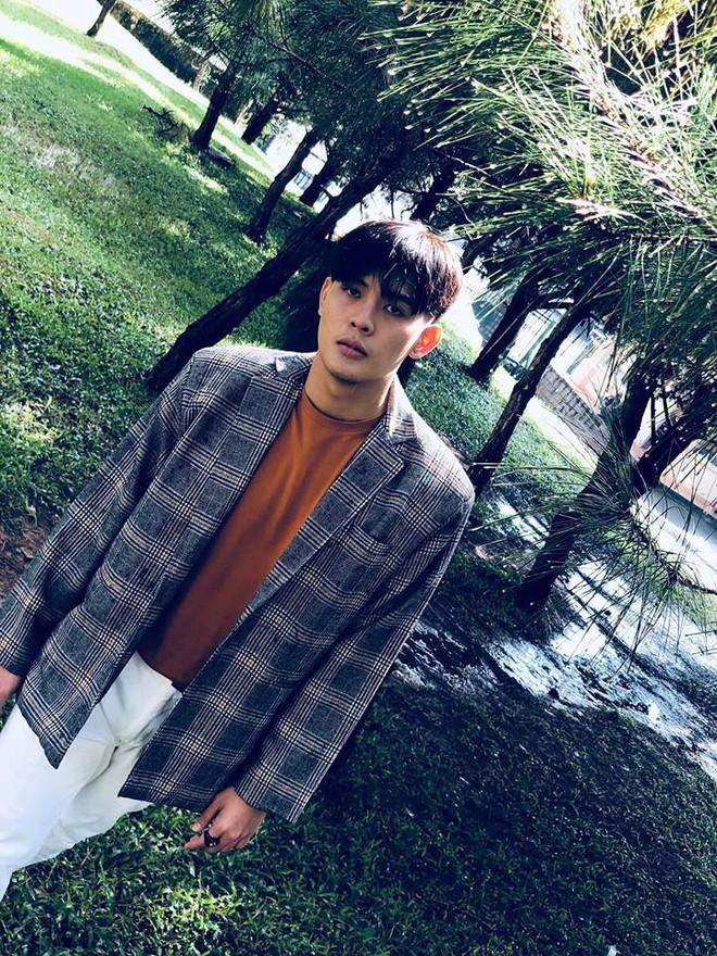 Tiết lộ bất ngờ về thân thế của hot boy giao nước đá trong web drama đang sốt xình xịch - Ảnh 7.