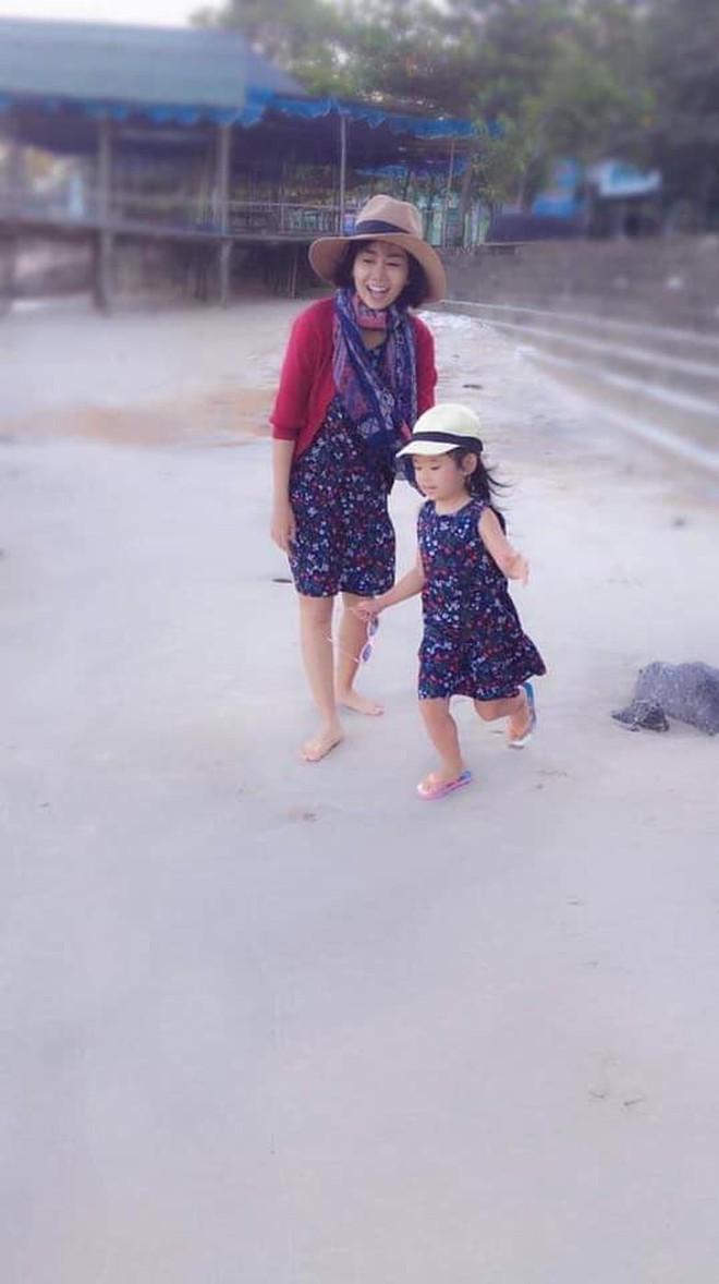 Mai Phương khoẻ mạnh hơn hẳn, tươi tắn dẫn con gái đi ăn sau gần 2 tháng xuất viện - Ảnh 2.