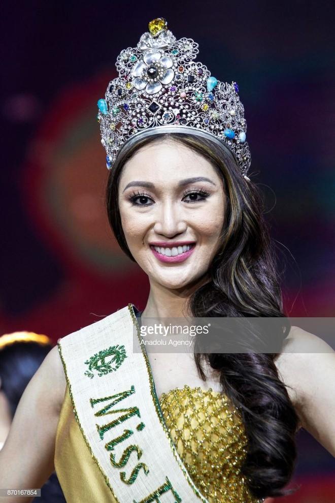 Hoa hậu Trái đất Karen Ibasco lên hương nhờ kiểu tóc và trang điểm