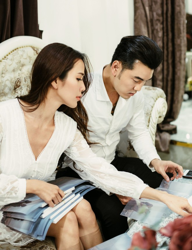 Ưng Hoàng Phúc - Kim Cương tự tay viết thiệp cưới, chuẩn bị cho ngày trọng đại vào 1/12 tới - Ảnh 1.