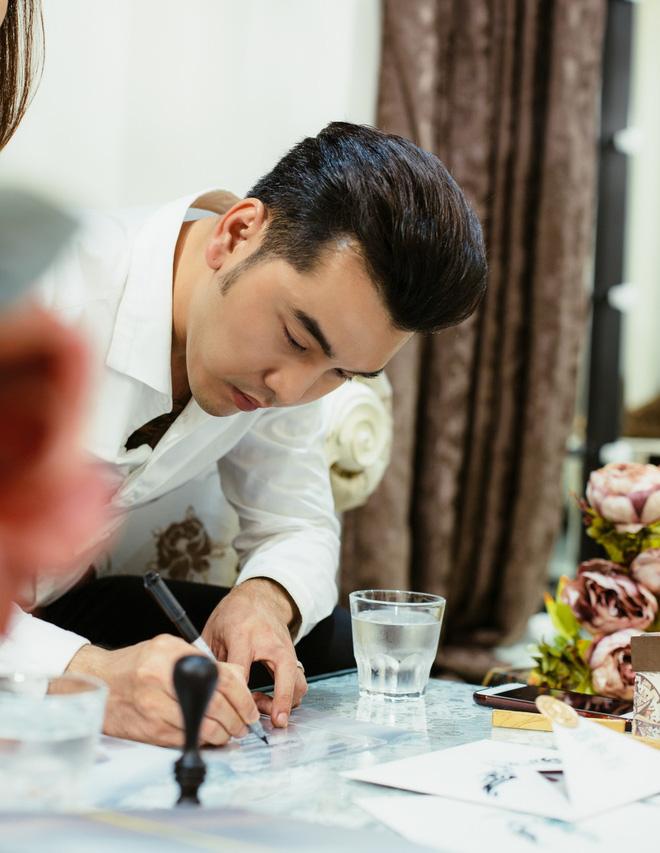 Ưng Hoàng Phúc - Kim Cương tự tay viết thiệp cưới, chuẩn bị cho ngày trọng đại vào 1/12 tới - Ảnh 2.