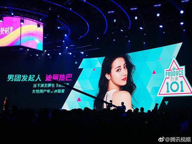 Địch Lệ Nhiệt Ba làm Host Produce 101 Trung Quốc, netizen lại lôi chuyện giành Thị hậu ra đá xoáy - Ảnh 1.
