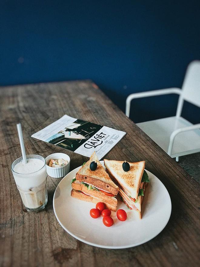 3 quán cà phê theo phong cách industrial tại Sài Gòn: Vừa lên hình đẹp, vừa có nhiều món nước ngon rất đáng thử! - Ảnh 21.