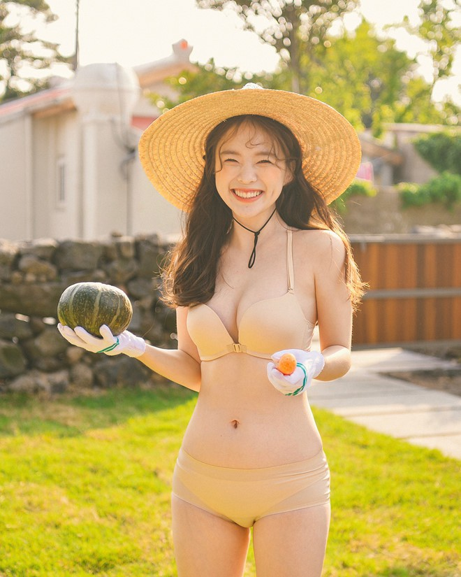 """""""Thiên thần nội y"""" Hàn Quốc Lee Ha Neul đang thăm thú Hội An, khoe ảnh mặc áo dài đội nón lá - Ảnh 10."""