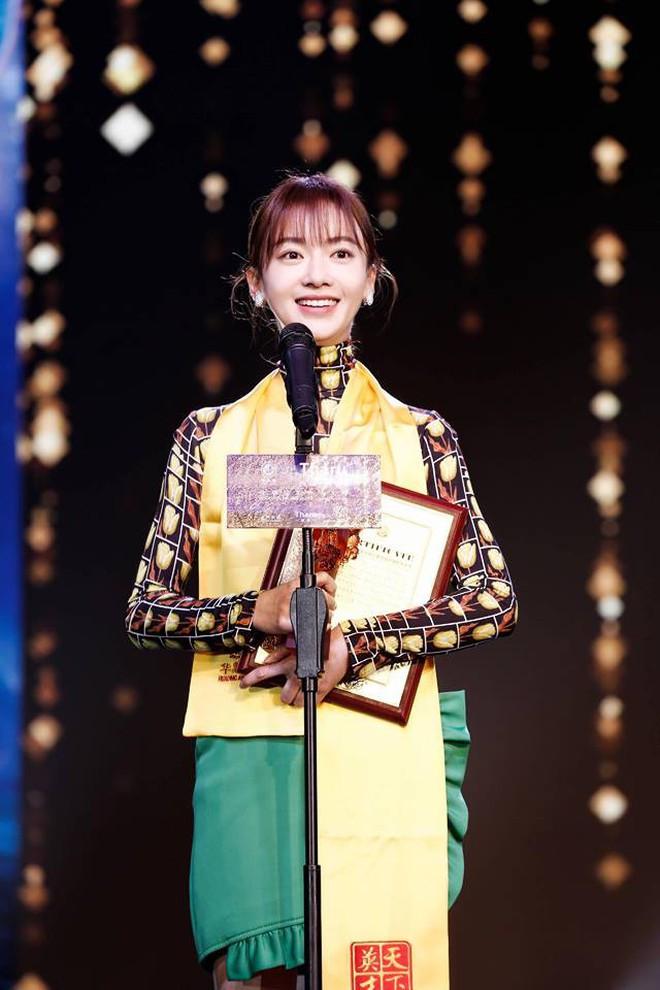 Hoa Đỉnh 2018: Ngô Cẩn Ngôn giật giải Nữ diễn viên truyền hình xuất sắc mảng cổ trang - Ảnh 1.