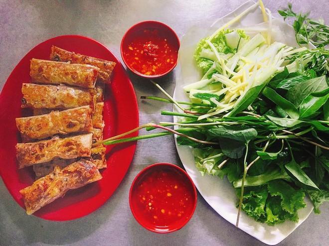 Vừa lạ miệng vừa thơm ngon, còn gì bằng xế chiều lai rai những phần chả lụi Lagi hấp dẫn ở Sài Gòn - Ảnh 1.