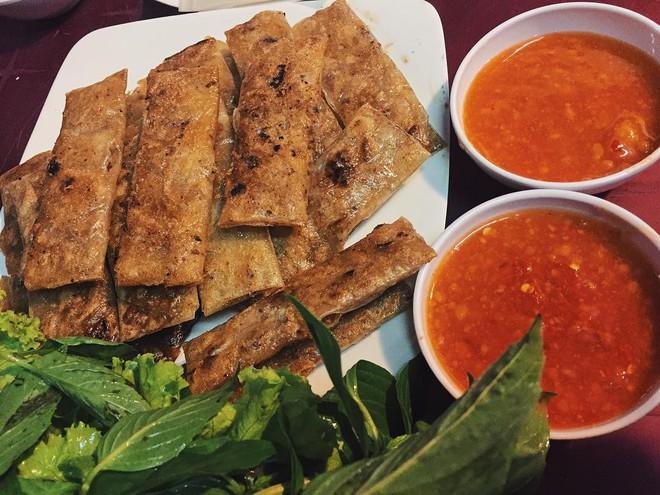 Vừa lạ miệng vừa thơm ngon, còn gì bằng xế chiều lai rai những phần chả lụi Lagi hấp dẫn ở Sài Gòn - Ảnh 3.