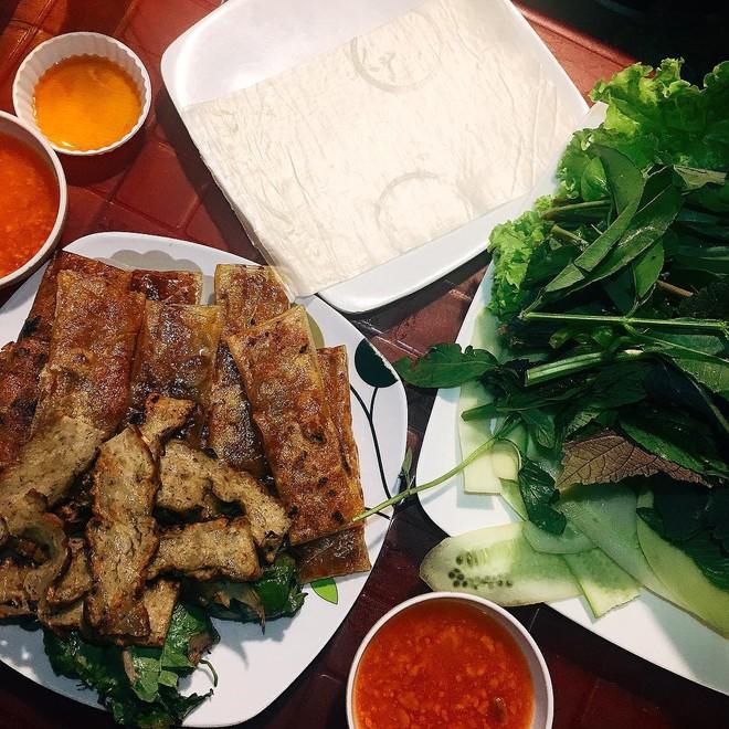 Vừa lạ miệng vừa thơm ngon, còn gì bằng xế chiều lai rai những phần chả lụi Lagi hấp dẫn ở Sài Gòn - Ảnh 2.