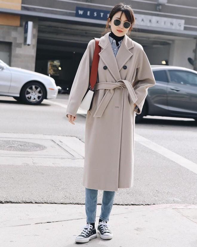 Lấy cảm hứng từ Song Hye Kyo, nàng công sở có ngay công thức layer áo cổ lọ + áo sơ mi chuẩn thanh lịch - Ảnh 4.